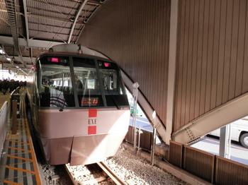 ロマンスカー(箱根湯本駅).jpg