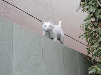 夏目漱石(猫の石像).jpg