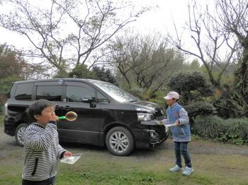 姪っ子と甥っ子とシャボン玉.jpg