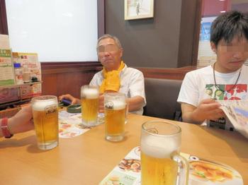 朝のミーティング(編集).jpg