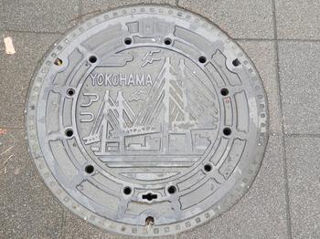 横浜市マンホールの蓋.JPG