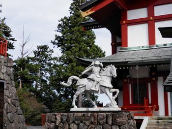 武蔵御岳神社(畠山重忠公像).jpg