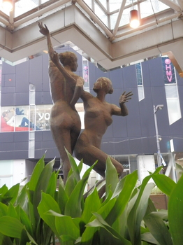 池袋(銅像).JPG