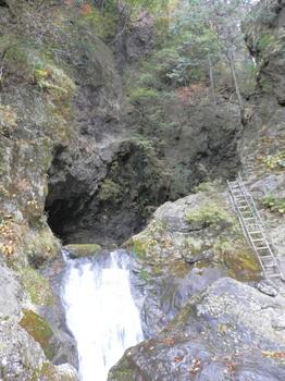 神戸岩峡谷入口.jpg