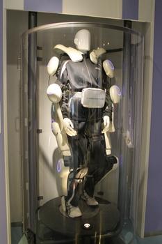 科学技術館(ロボットスーツ-HAL).JPG