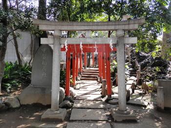 鳩森八幡神社(甲賀稲荷神社).jpg