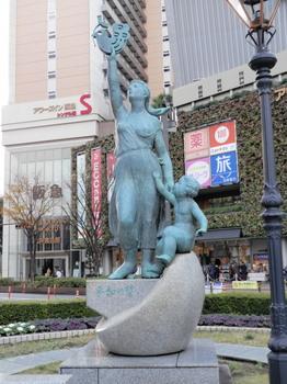 JR大井町駅(平和の誓い像).jpg